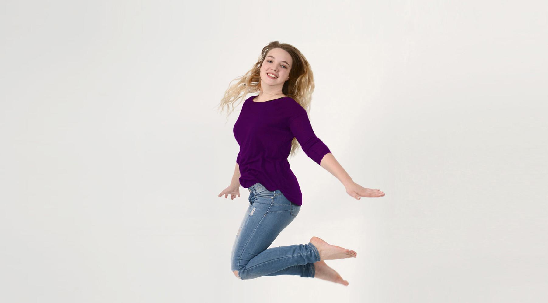 Foto einer springenden Frau